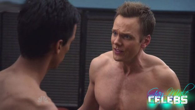 Shirtless Joel McHale Hot Pics, Photos and Images