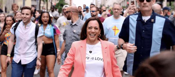 La Vice Presidente degli USA Kamala Harris sfila al Pride di Washington