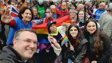 """Ucraina, migliaia di persone al Kiev Pride: """"Basta omotransfobia!"""""""