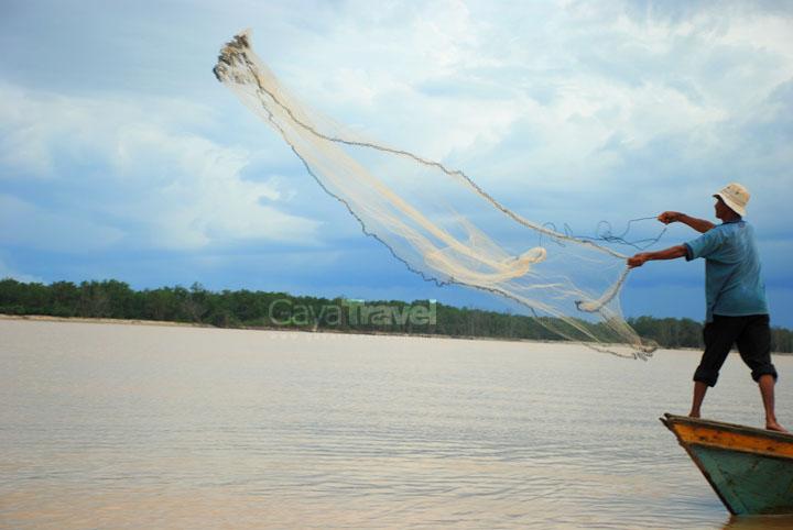 Kampung Nelayan Santai Suri