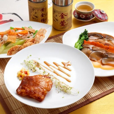 Zuan Yuan Chinese Restaurant of One World Hotel offers three set menus just for Father's Day from 11 - 17 June 2012 available for lunch and dinner.