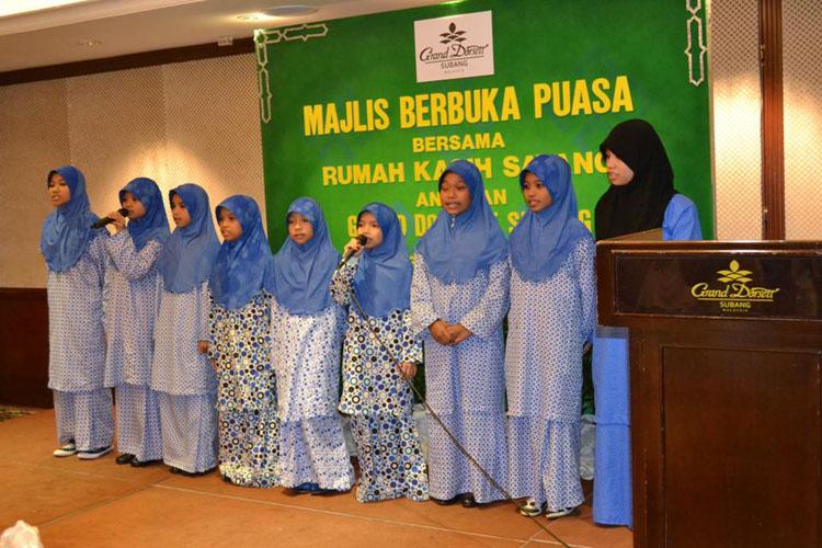 Stunning 'Nasyid' performances by the residents from Rumah Kasih Sayang.