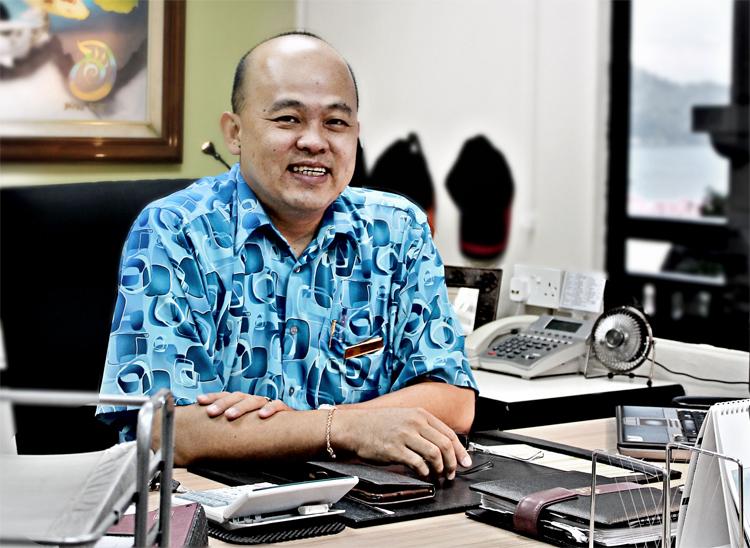 HENRY LOW General Manager of Swiss-Garden Golf Resort & Spa Damai Laut