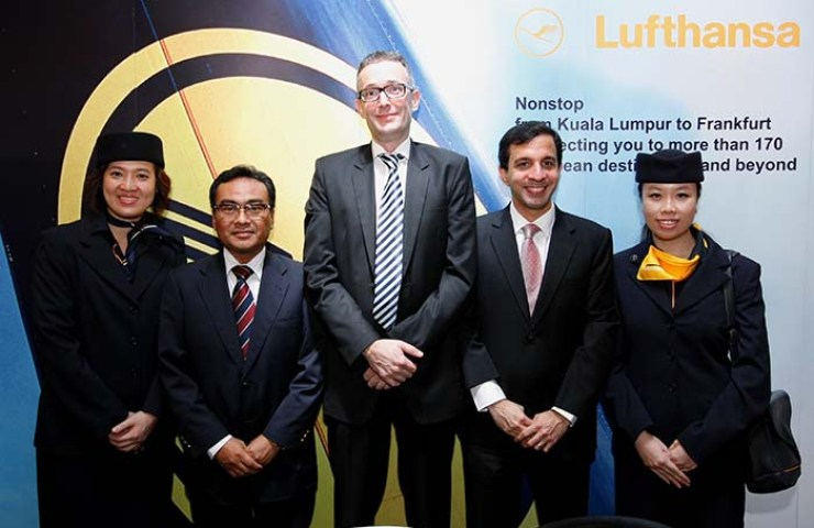 Paurus Nekoo, General Manager Malaysia Lufthansa German Airlines (second from right), Dr. Christian Altmann, Regional Director, Lufthansa Passenger Airlines Singapore Southeast Asia and the Pacific (centre) and Mohamed Sallaudiin Bin Hj Mat Sah, General Manager Marketing, Malaysia Airports Holdings Berhad (third from right) at the press conference to announce Lufthansa's new direct flight from Kuala Lumpur to Frankfurt.