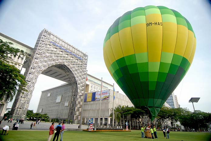 6th International Hot Air Balloon Fiesta Brings Colour to Putrajaya Skies in March 2014