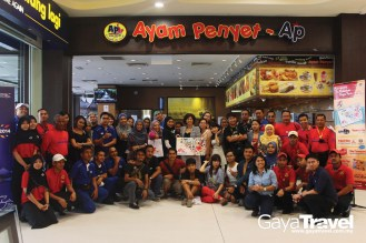 Photo with the delegates, MyPass, and Ayam Penyet AP Crews