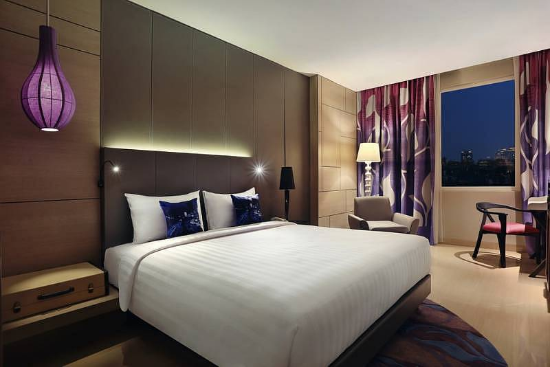 One of the well-appointed guestrooms in Mercure Jalan Sabang