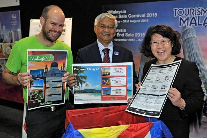 Deputy Director General of Tourism Malaysia Dato' Azizan Noordin together with Malaysian High Commissioner Dato' Lim Kim Eng and CEO of Flight Centre NZ Mr Sean Berenson launched the Discover Malaysia Packages