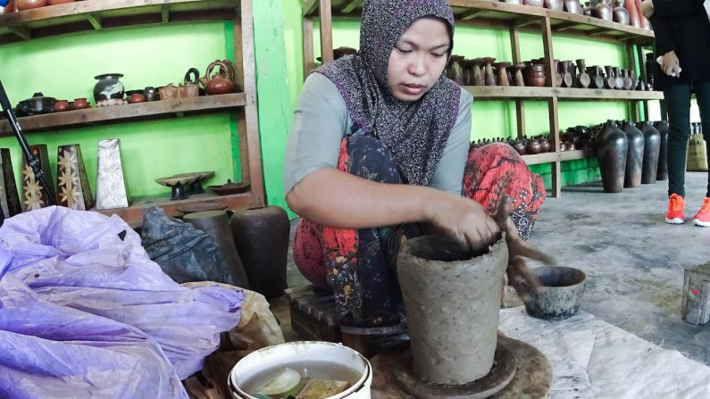 Lombok's pottery is rubbed using volcanic clay after being dried.