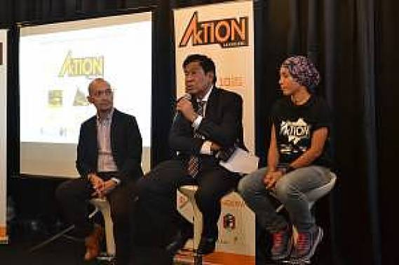 L-R-Iskandar-Shahril-Managing-Director-of-E-Plus-Singapore-and-Thailand_-Tan-Sri-Khalid-bin-Ramli-CEO-of-LADA_-and-Tahira-Aliya-explaining-the-three-eco-sports-during-the-press-conference