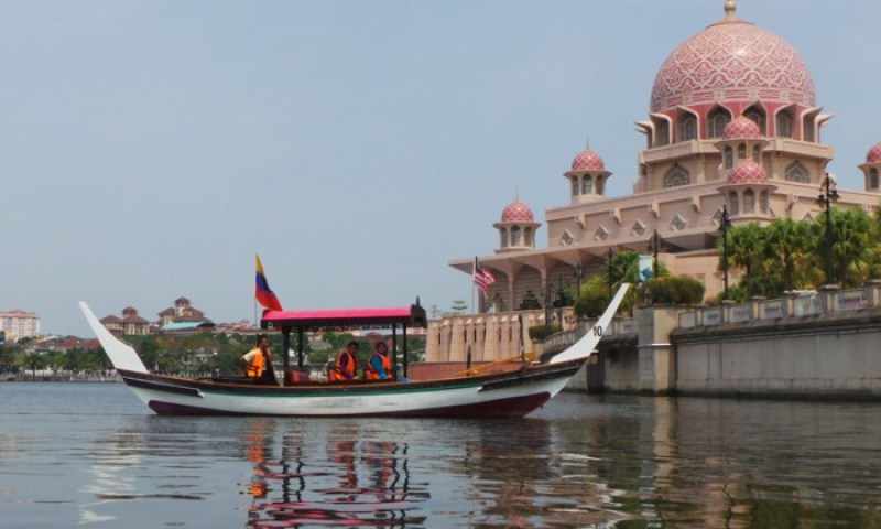 13 Places To Play Tourist at Putrajaya