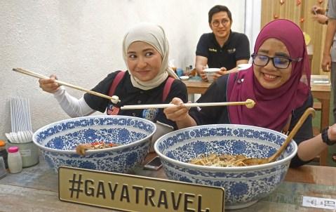 Adela and Shad are enjoying Japanese miso; Signature Assam Laksa; and Japanese udon, served in ultra-huge ceramic Chinese bowls.