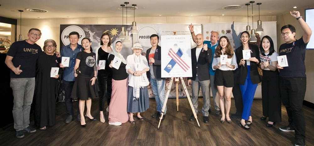 Guests including (from left) Mr Zakri bin Mohd Khir, Dr. Hartini Zainnudin, Brig Gen Goh Seng Toh, Datin Maureen Ooi, Melissa Tan, Sharifah Sofia Syed Hussein, Kwan Swee Lian aka Madam Kwan, Collin Swee, Syed Sadiq Albar, Datuk Santokh Singh, Datin Dian Lee, Deborah Henry, Debbie Choa, Mr. Azrul bin Mohd Khalib) joined the co-founders in a show of support for the Unity Ribbon movement.