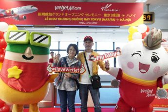 Vietjet's grand welcome of the first passengers of the inaugural Tokyo – Hanoi flight.