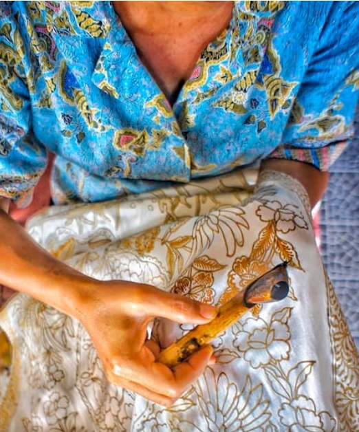 Make your own batik in a family shop