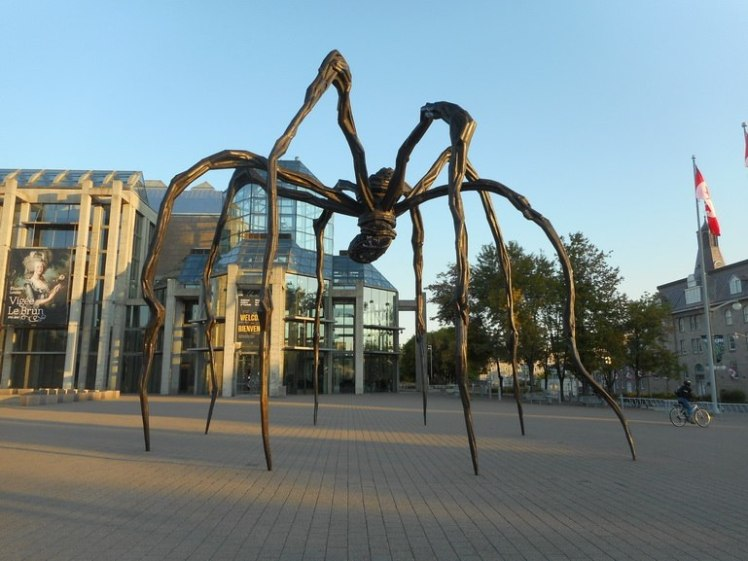 Maman by Louise Bourgeois in front of the National Gallery of Canada. Photo by Creative Commons.