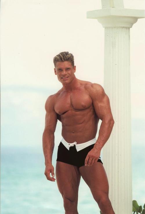 Pasi Schalen - Gigantic Muscle