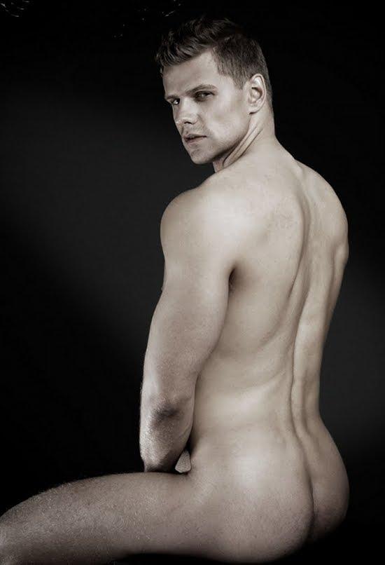 Right! like Tasteful male nude pics