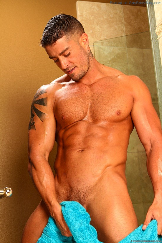 Cody Cummings Naked And Delicious (1)