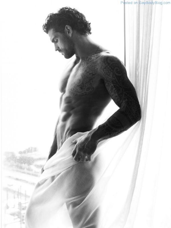 Gorgeous Stuart Reardon 4