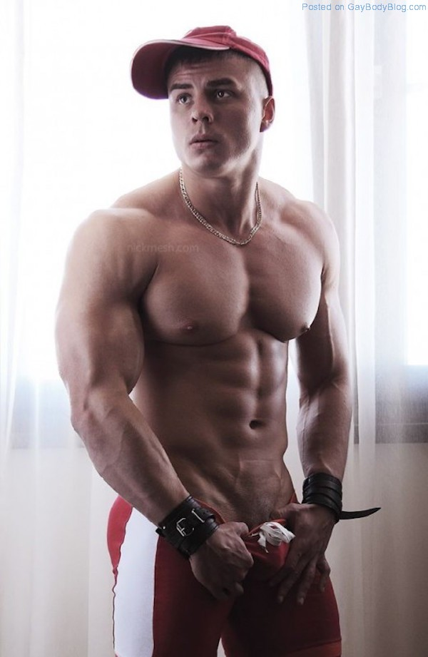 Hunk muscle naked