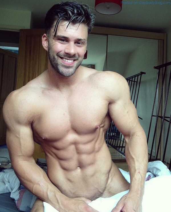 Muscle Guy Gets Teased