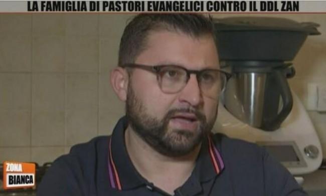 Il pastore Luigi Carollo paragona il green pass all'Olocausto