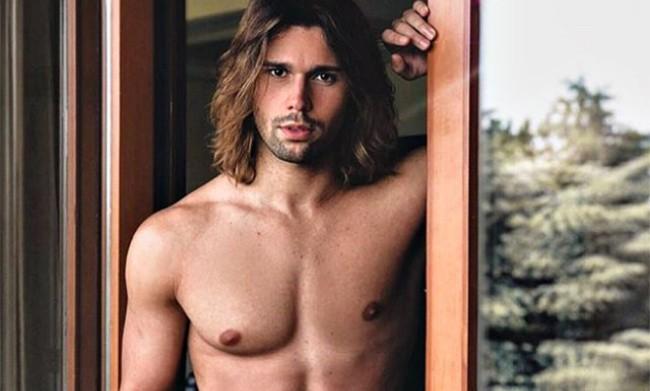 """Luca Onestini si abbassa il costume nel reality spagnolo """"Secret Story"""""""