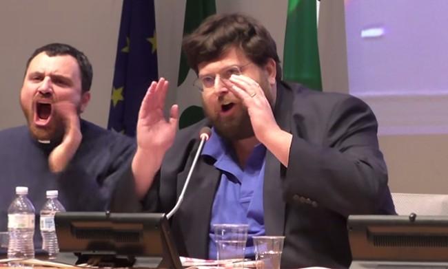 Il divorziato Mario Adinolfi sfotte i divorzi di Berlusoni e insulta la Pascale