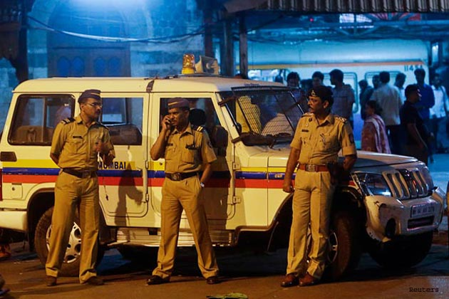 mumbai-police-firm-on-130-am-deadline-for-hotels-on-new-year_301213065520