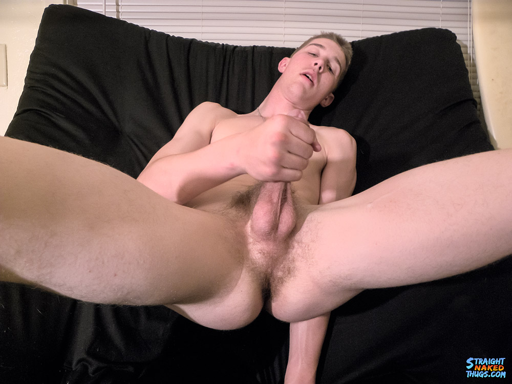 Cute Ty Gets To Grips With His Dick  GayMobilefr