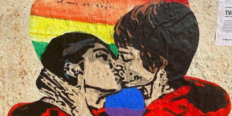 La street art ai tempi del coronavirus. A Madrid Tvboy Rende Omaggio A La Casa Di Carta Con Il Bacio Tra Tokyo E Nairobi Gaynews