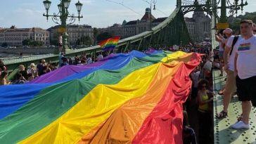 Decine di migliaia al Budapest Pride contro Orbán e la legge ungherese anti-Lgbt (GALLERY)