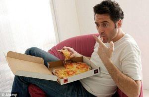 hombre_comiendo_pizza