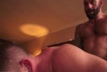 Du bon sexe Bareback pour le Daddy