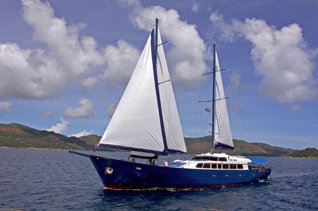 Gay Kreuzfahrt auf den Seychellen im kleinen Segelboot