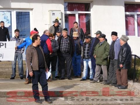 protest- drum- judetean-gropi-nicseni-roma-casa-fisuri-tinaj-rural-sate-drumuri-masini (76)
