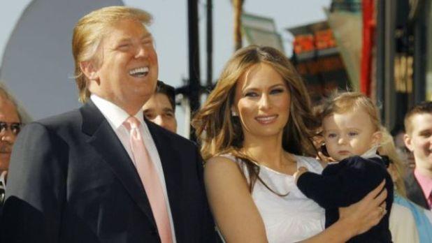 Donald Trump com Melania e o filho Barron em 2007