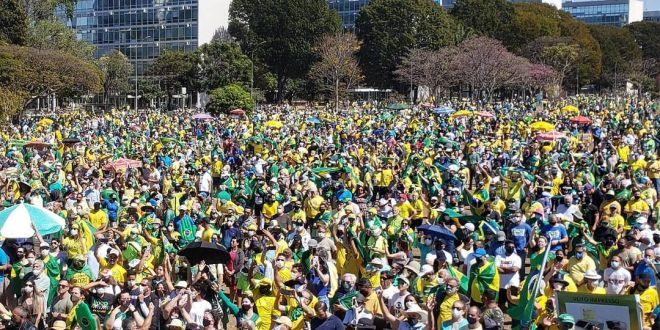 """Bolsonaro mostra força inacreditável nas ruas: """" quase 2 anos apanhando da mídia e botou mais de 1 milhão de pessoas na Paulista e milhões por todo o Brasil"""""""