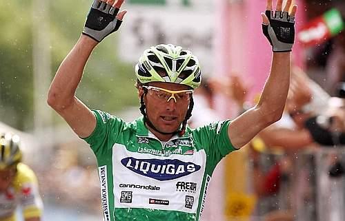 Danilo Di Luca sul traguardo di Briançon. Ap