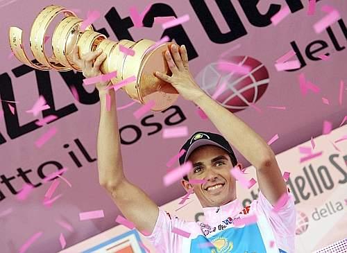 Coriandoli rosa per lo spagnolo. Reuters