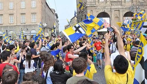 La gioia di Parma per la promozione. (GazSport)