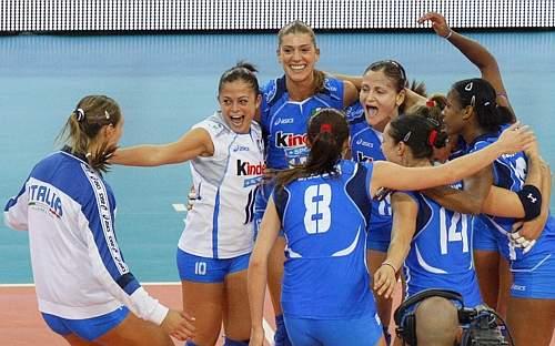 Infine la gioia finale. l'Italia domani sfida l'Olanda per il titolo europeo. Reuters
