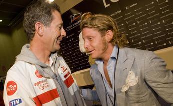 Francesco de Angelis e Lapo Elkann chiacchierano a Valencia. Sea&See
