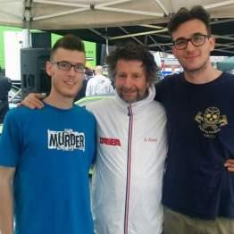 Graziano Rossi posa con dei fan
