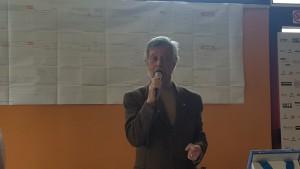Il presidente Andrea Pieri con alle spalle il progetto di riqualificazione della riva sinistra  dell'Arno