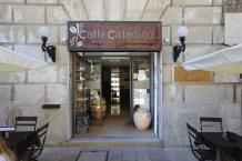 Lecce Caffe Cittadino, vicino Piazza SantOronzo (LaCimbali M100)