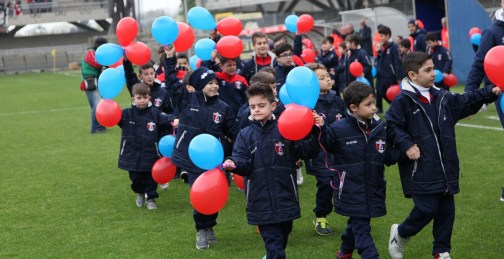 1718 samb teramo settore giovanile bambini palloncini rossoblu 1