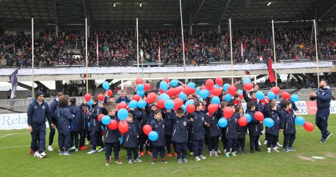 1718 samb teramo settore giovanile bambini palloncini rossoblu 3