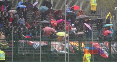 1819 fano samb tifosi 6 pioggia ombrelli